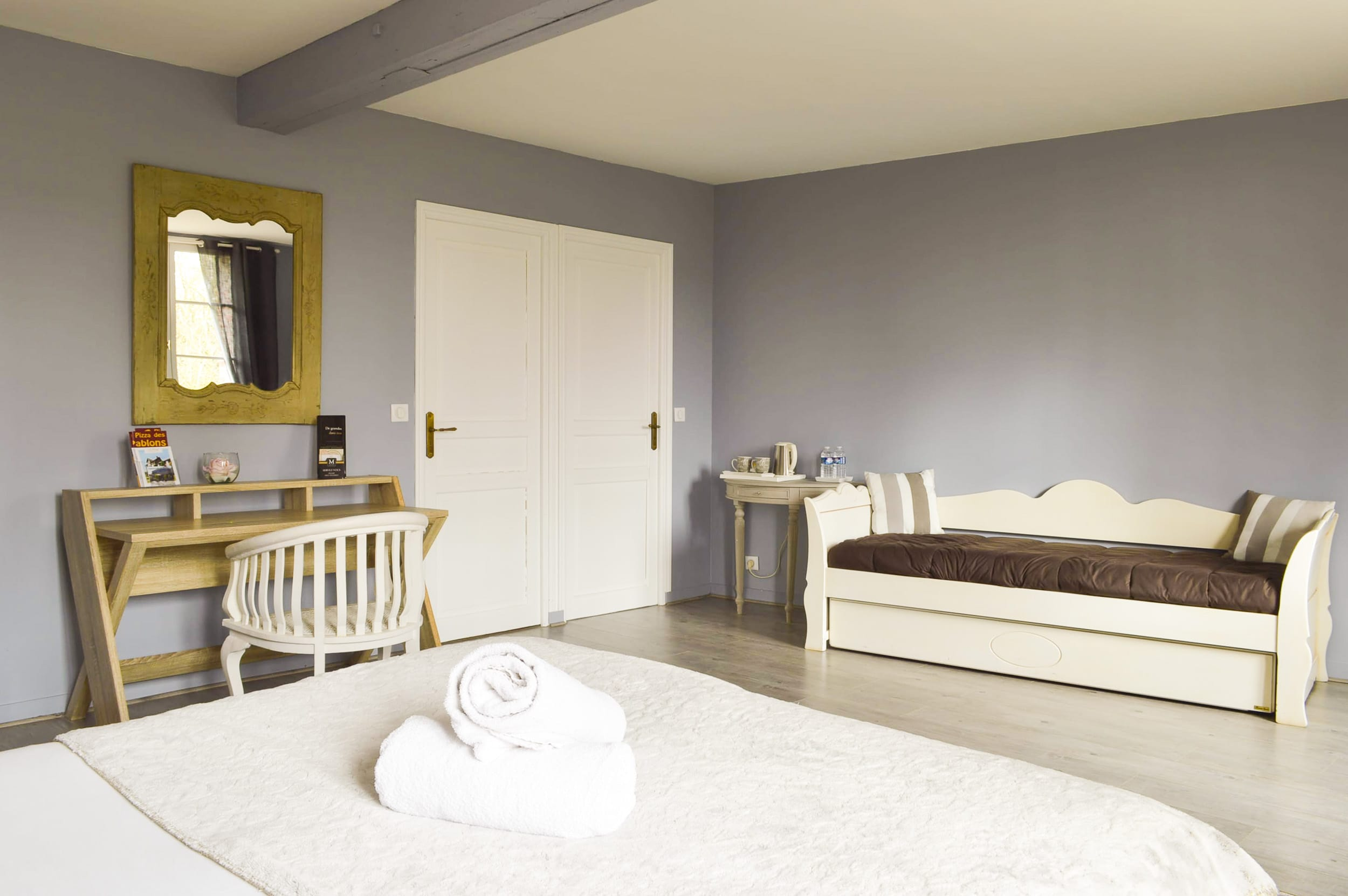 chambre coloniale weekend amoureux 4 les granges haillancourt. Black Bedroom Furniture Sets. Home Design Ideas