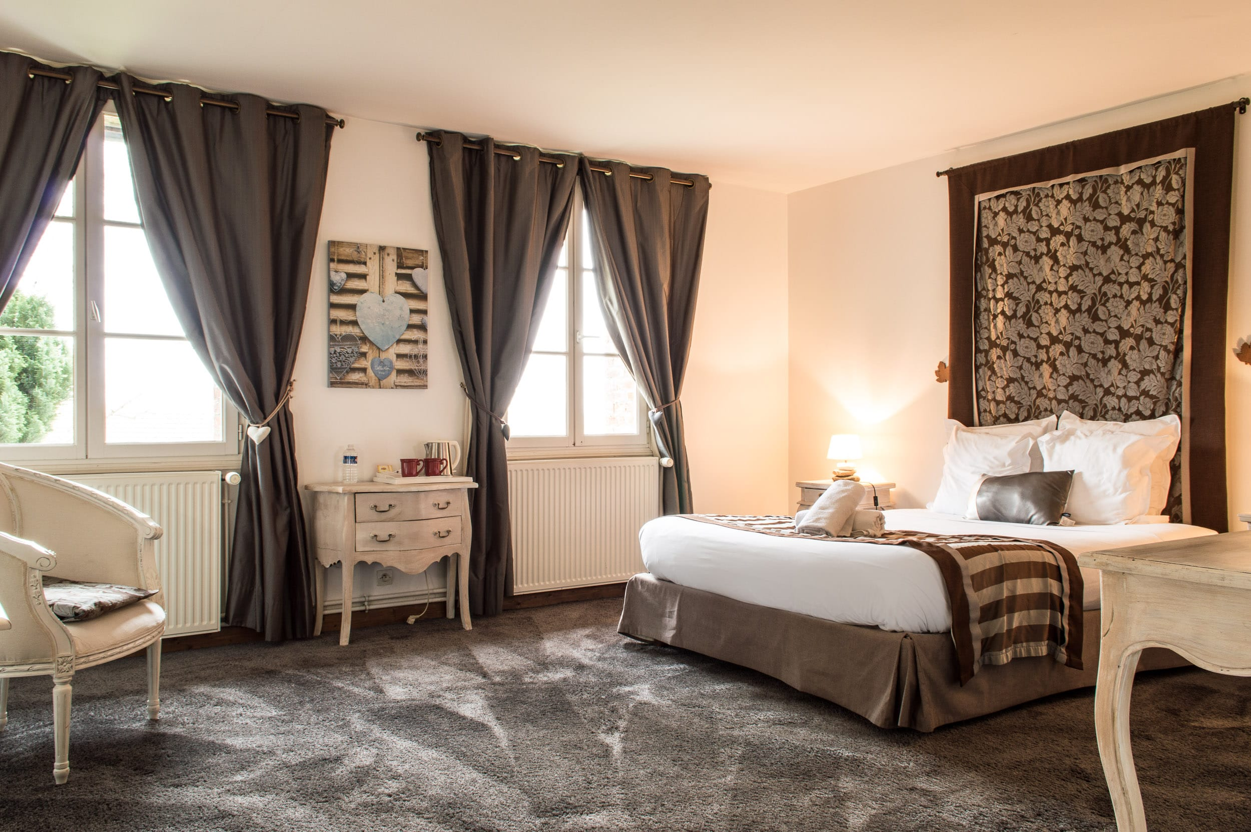 chambre noire weekend romantique avec jacuzzi 1 les granges haillancourt. Black Bedroom Furniture Sets. Home Design Ideas